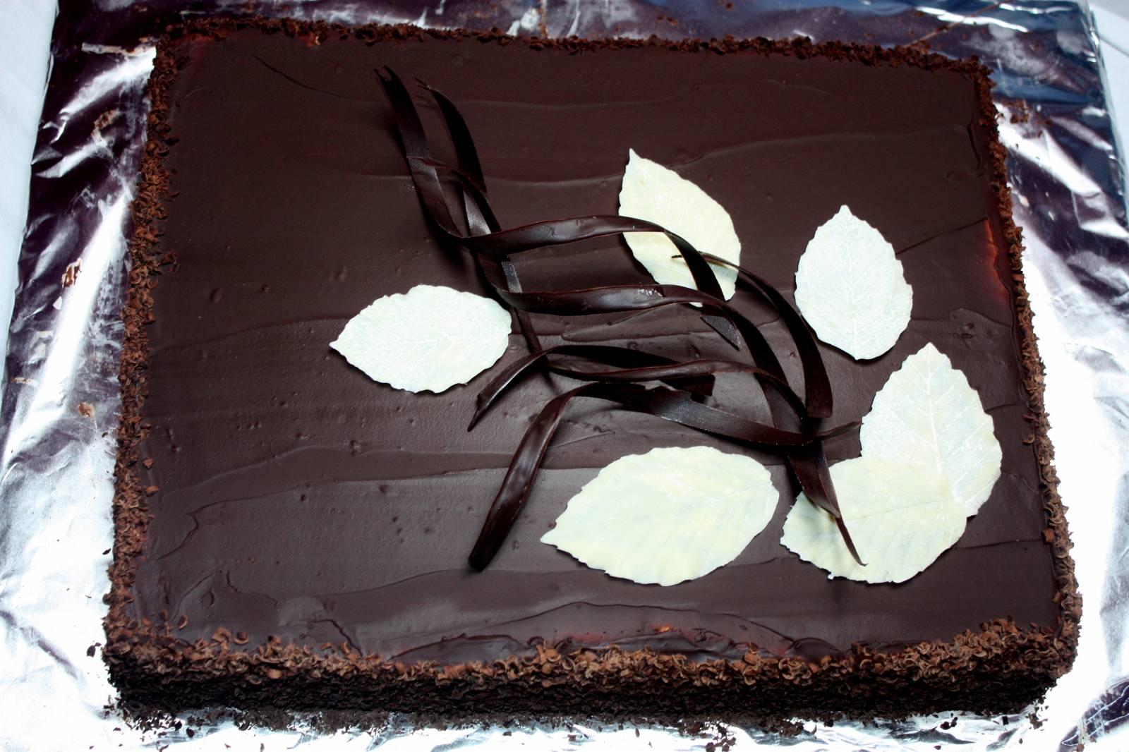Как украсить торт шоколадом в домашних условиях: различные узоры 3